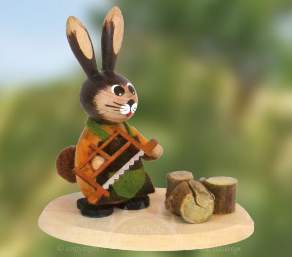 Osterhase Waldarbeiter mit Holzs=E4ge, echt Erzgebirge