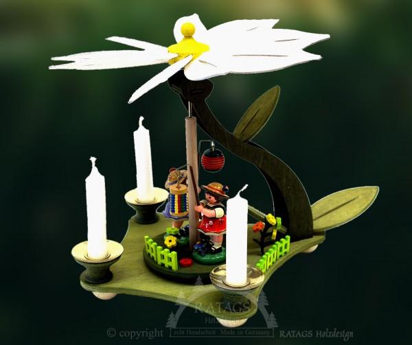 Blütenpyramide, mit Lampionkindern