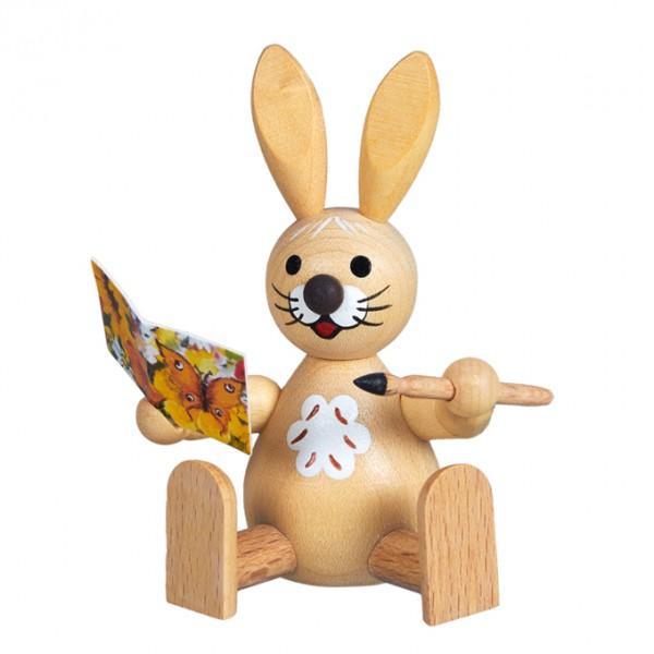 Osterhase mit Glückwunschkarte sitzend