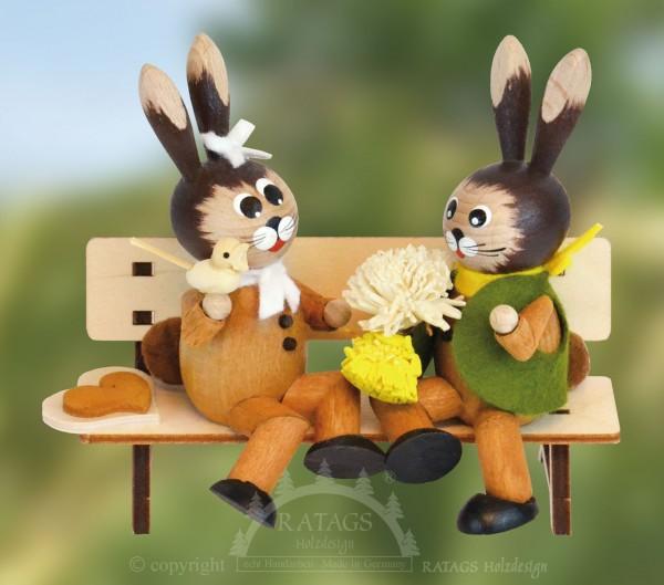 Hasenpaar auf Bank Valentinstag, Ostern, echt Erzgebirge