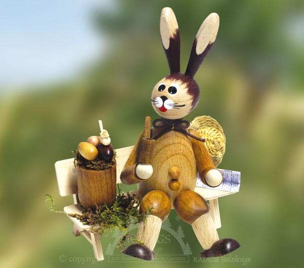 Hase auf Bank mit Eierkorb + Pfeife, Ostern, echt Erzgebirge