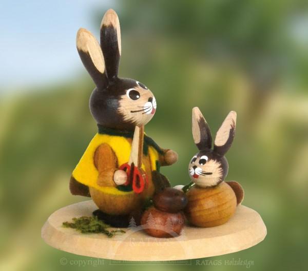 Hase mit Schere und Kind, Ostern, echt Erzgebirge