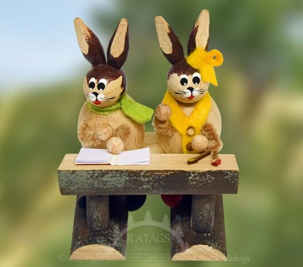 Osterhasenschule, 2 Hasenkinder mit Schreibheft