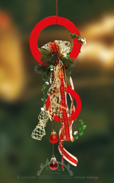 Fensterdeko, Floristik, Schleife, rote Kugeln, rote Ringe